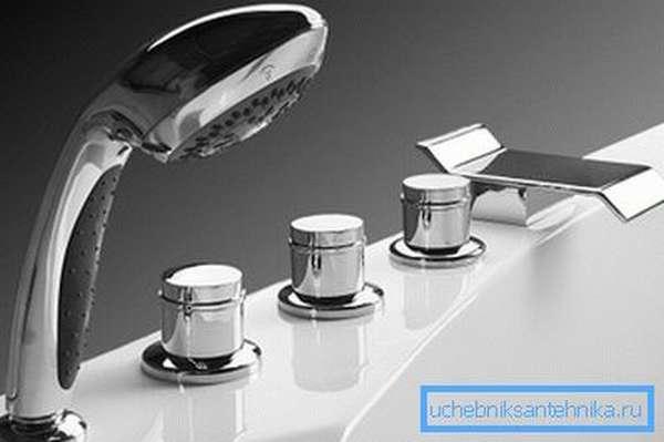 Ноу-хау эргономики - ванна с краном на борту
