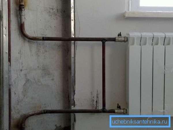 Новый биметаллический радиатор на месте старого чугунного