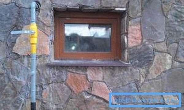 Нужно правильно завести газовую трубу внутрь дома