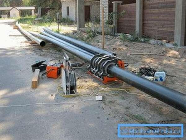 Оборудование для резки и сваривания полиэтиленовых труб встык.