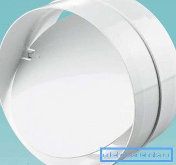 Обратный клапан для естественной вентиляции не пропускает воздух снаружи при ее отключении