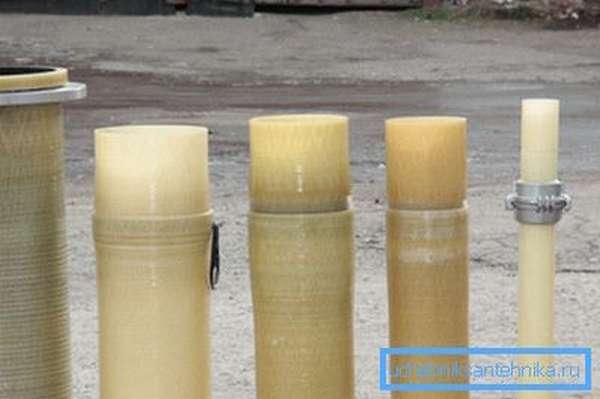 Образцы труб с соединениями разных типов.