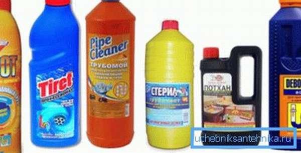 Образцы химических средств, использующихся для чистки канализации