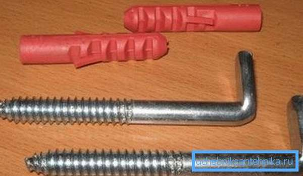 Обычно арматура для фиксации изделия входит в комплект поставки, но порой приходится приобретать ее отдельно