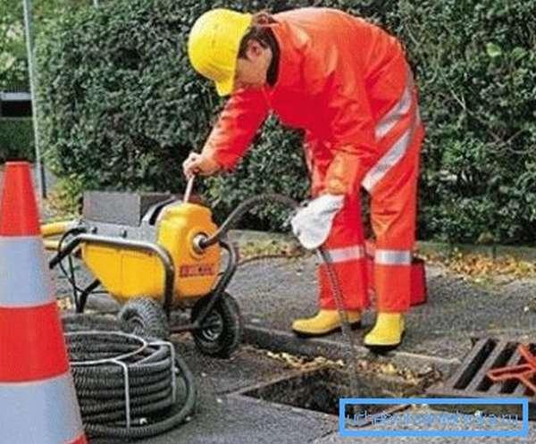 Очистка ливневой канализации продлит срок ее эксплуатации