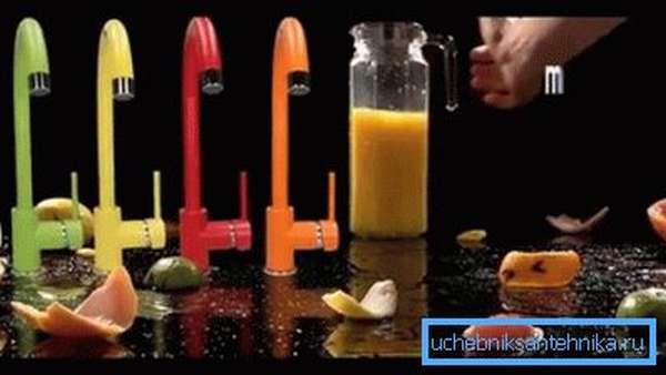 Однорычажные (джойстиковые) цветные смесители для кухни