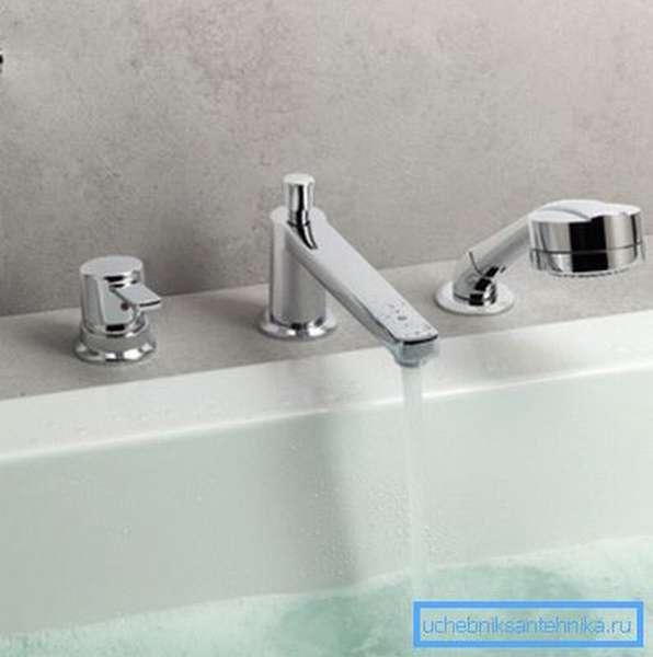 Однорычажный (джойстиковый) смеситель - встраиваемый в ванну