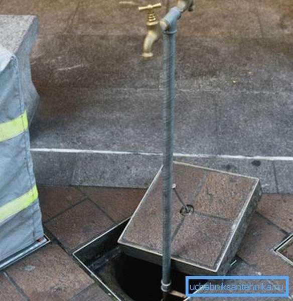 Одновентильный кран для воды на улице
