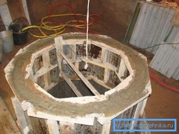 Опалубка, залитая бетоном