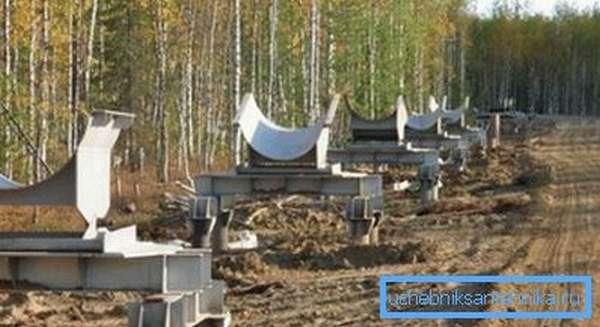 Опоры трубопровода подбираются в соответствии с массой труб