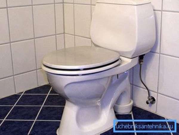 Опрятный и чистый туалет повышает удобство и качество любого жилья.