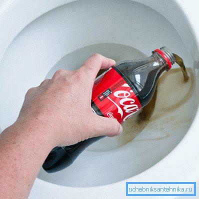 Органические кислоты, входящие в состав газированных напитков, неплохо очищают стенки сантехники
