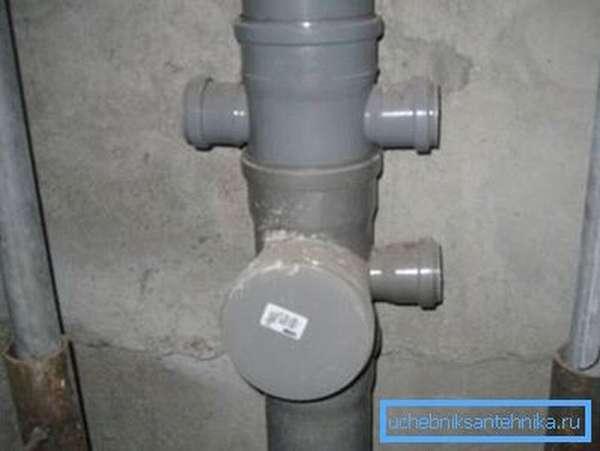 Основная часть конструкции, без которой прокладка канализации в многоэтажках невозможна