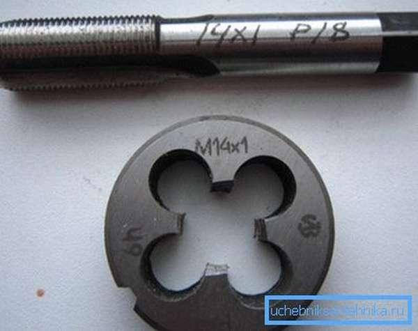 Основные инструменты для ручной нарезки резьб.