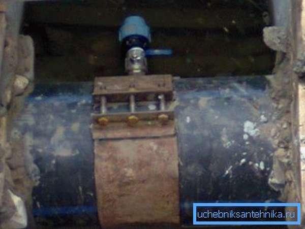 От материала изготовления трубы и ее диаметра зависит и тип устройства, используемого для врезки
