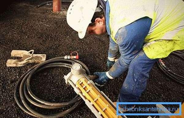 Отдельные виды ремонтных работ следует доверять специалистам