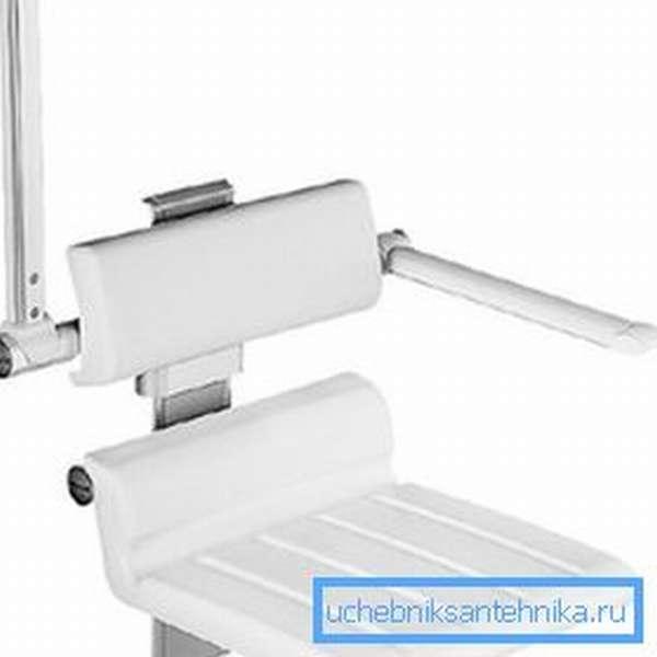 Отдельный вариант конструкций – откидные варианты с возможность регулирования высоты сиденья и откидными подлокотниками