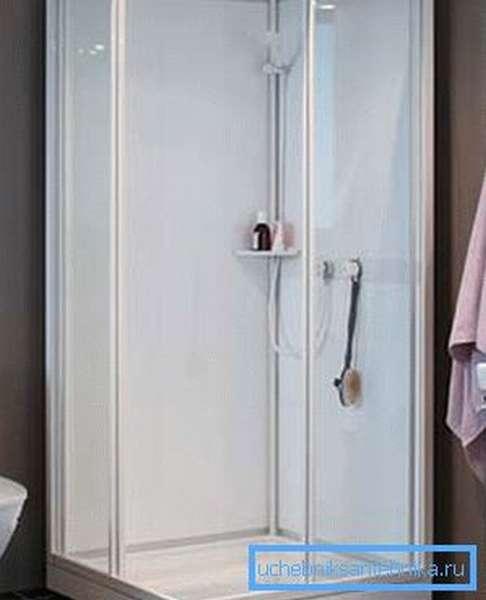 Открытые двери позволяют быстро просушить внутреннюю часть душевой кабинки