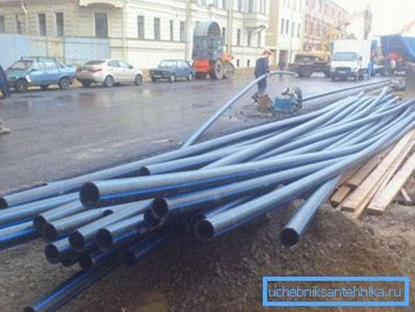 Отрезки труб для устройства водопровода