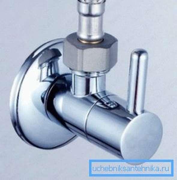 Отсекающий рычажный кран используется в системах гигиенического душа, совмещенных со смесителем раковины