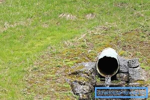 Отвод воды из дренажной системы участка