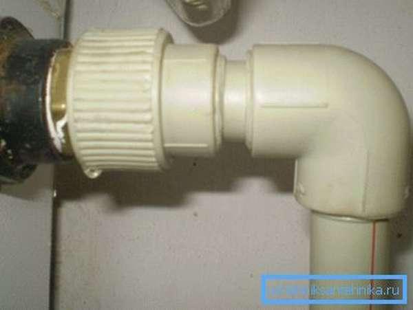 Паяная труба фактически является монолитной структурой, которая в местах соединения может выдерживать гораздо большее давление, чем в обычном месте