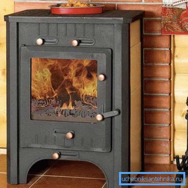 Печь должна стоять на жаропрочных и огнеупорных материалах