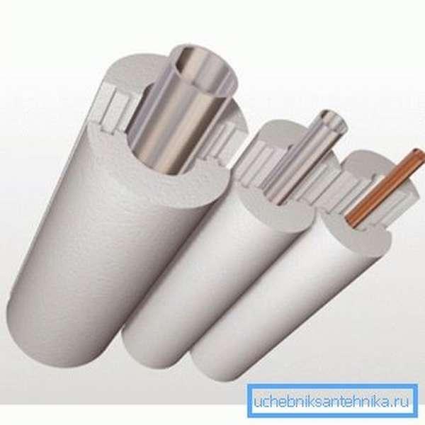Пенопласт – хороший утеплитель для канализационных труб.