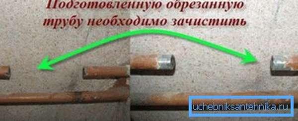 Перед нарезанием резьбы нужно удалить краску и ржавчину