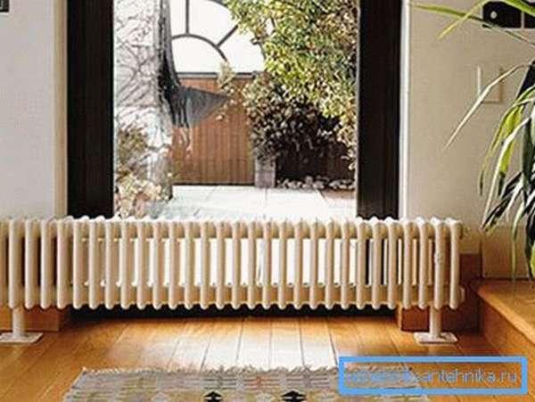 Перед тем, как провести отопление в доме, следует правильно рассчитать систему и подобрать оборудование.