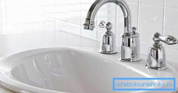 Перед тем как установить кран в ванной, следует изучить основные правила монтажа.