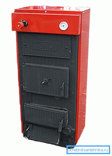 Передняя кромка котла имеет три дверцы