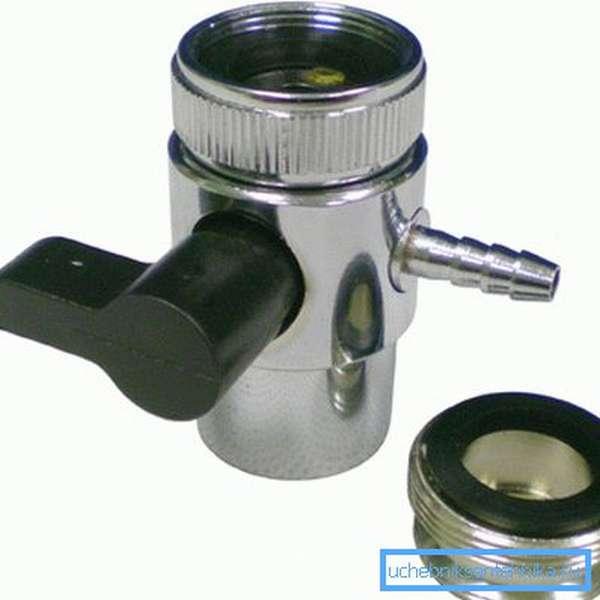 Переходник - дивертор на кран позволяет подключить дистиллятор к любому смесителю.