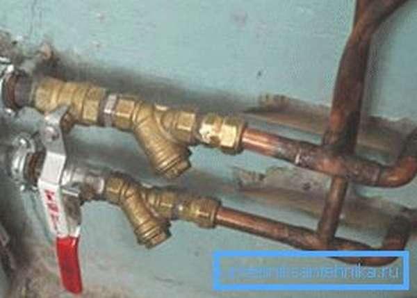 Перекройте подачу воды в водопровод