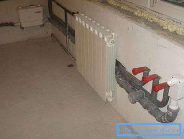 Перенос водопроводных и канализационных коммуникаций на стену под окно.