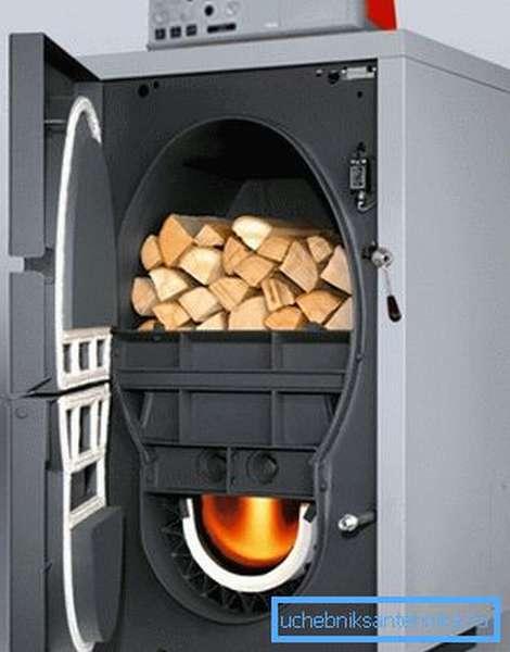 Пиролизный метод сжигания дров частично решает проблему частых закладок, но только частично.