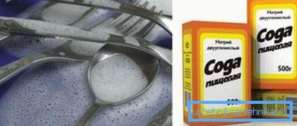 Пищевая сода способна эффективно уничтожить налет.