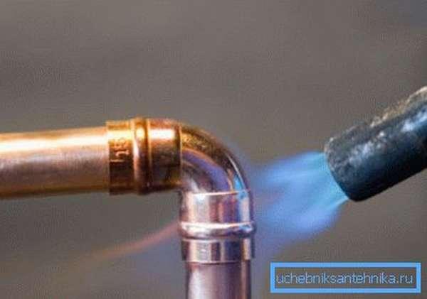Пламя горелки должно иметь ярко-синий цвет