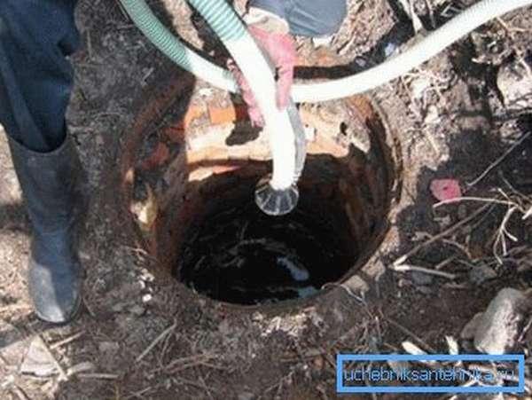 Плановая очистка канализационной шахты.