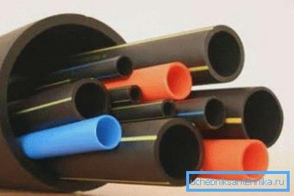 Пластики отлично поддаются обработке и используются в изготовлении огромного количества товаров.