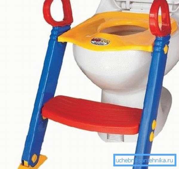 Пластиковая подставка к унитазу для детей