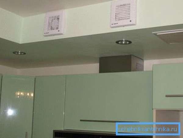 Пластиковые решетки для вентиляции кухонного пространства