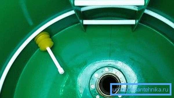 Установка пластикового герметичного септика