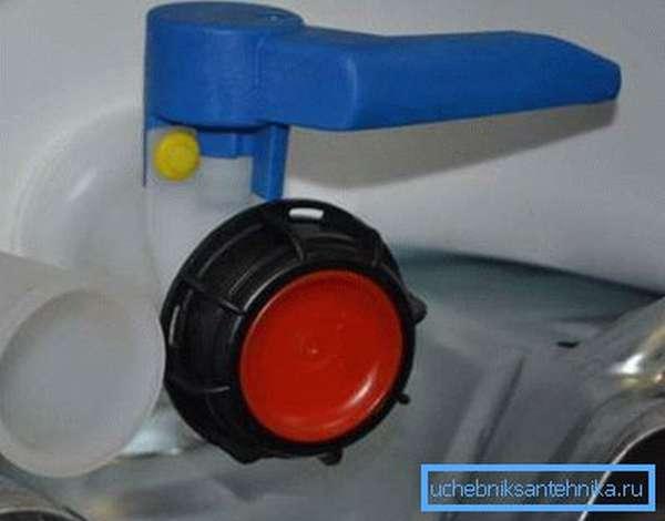 Пластмассовый кран с заглушкой для пластиковой емкости для воды