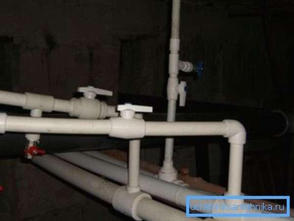 Пластмассовый водопровод