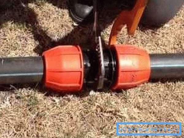 ПНД труба и фитинги для летнего водопровода на загородном участке