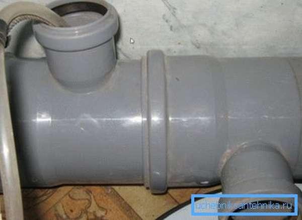 Подача горячей воды в систему.