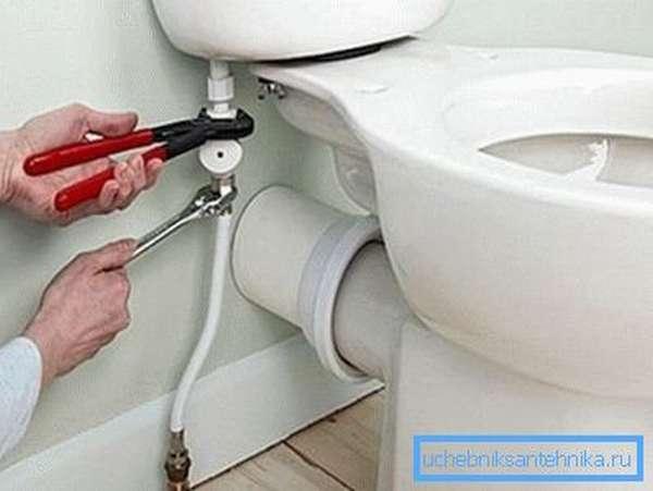Подключаем водопровод.