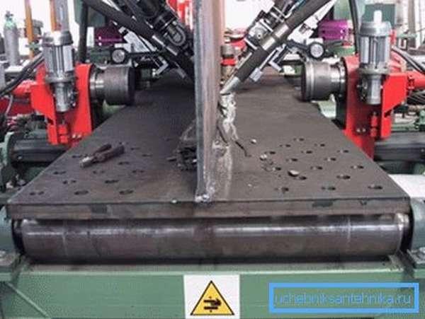 Подобное оборудование используется для различных целей, к примеру, на производстве двутавровых балок