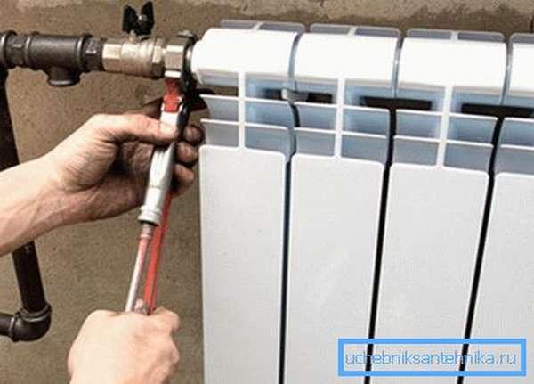 Подсоединение радиатора к подающей трубе